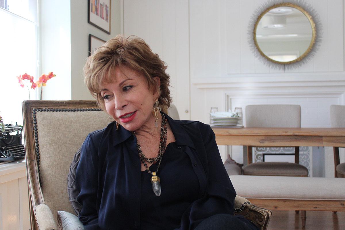 """Isabel Allende: """"la persona que soy se refleja en…"""